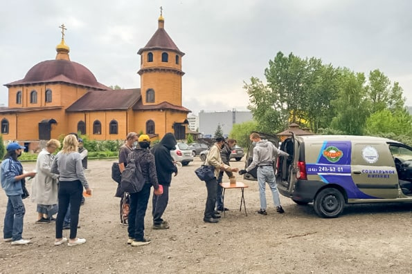 Казанская епархия совместно с сетью общепита кормит нуждающихся