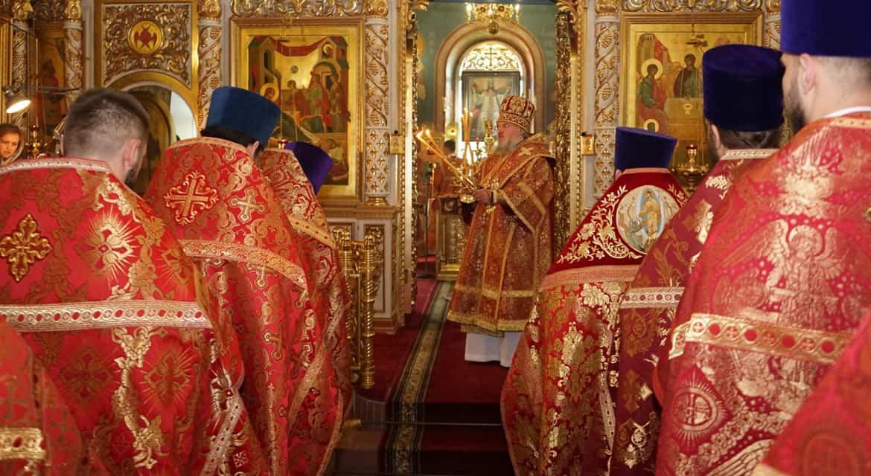 В Калужской митрополии архиерей впервые возглавил службу с сурдопереводом