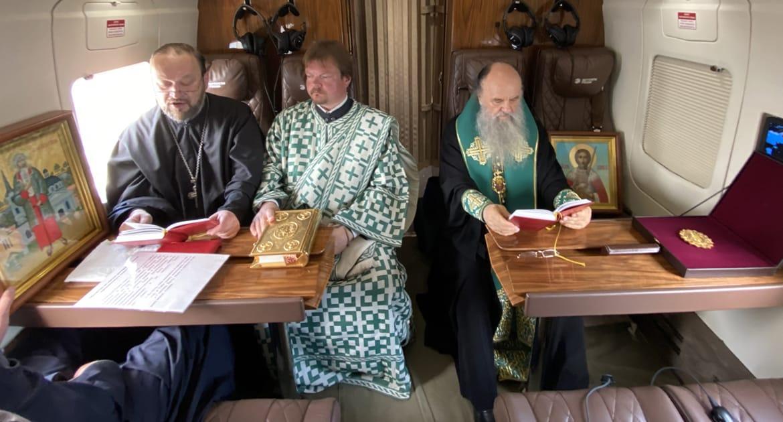Митрополит Варсонофий облетел Петербург с иконами и молитвами об избавлении от ковида