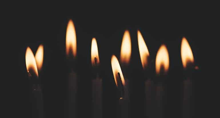 Можно ли поставить в Церкви принесенную из другого места свечку?
