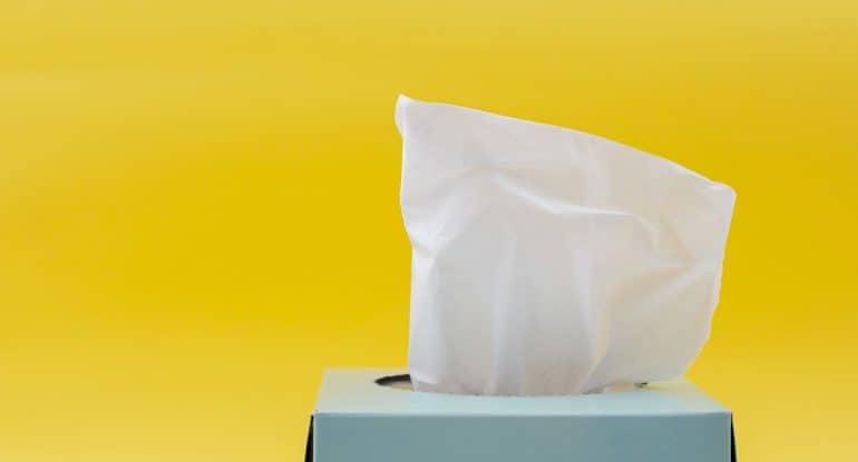 Зачем на похоронах раздают платочки?