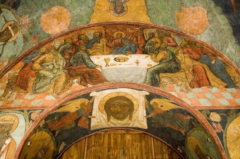 В Сретенском монастыре Москвы отреставрируют уникальные фрески XVIII века