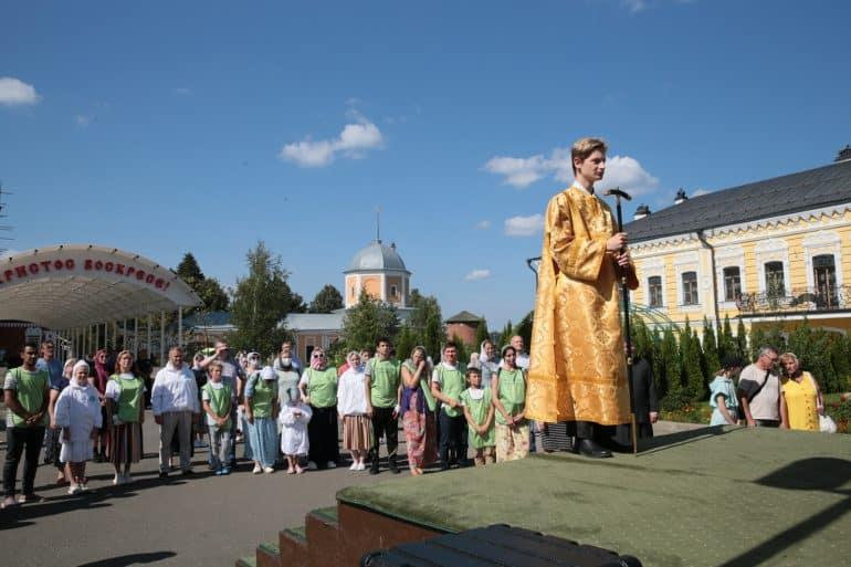 В Давидовой пустыни встретили мощи Александра Невского, пронесенные по 38 городам России и Беларуси