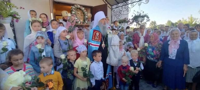 На Тернопольщине приходу Украинской Церкви построили храм за три месяца вместо захваченного ПЦУ