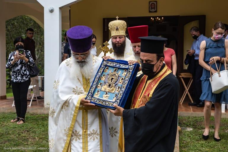 На месте строительства первого православного храма в Пуэрто-Рико освятили крест