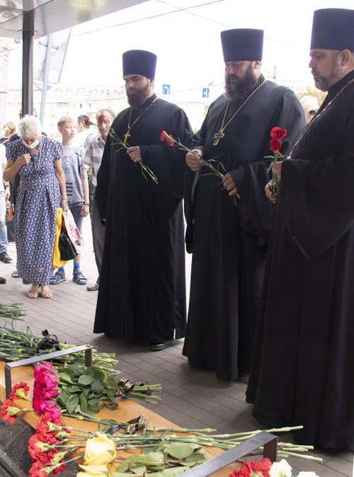 Воронежские священники молятся о погибших и помогают пострадавшим при взрыве автобуса