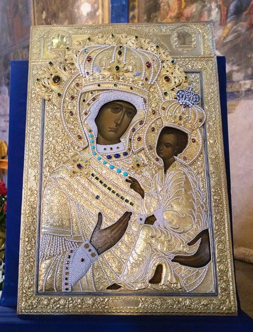 Для верующих Казахстана освятили точную копию Тихвинской иконы
