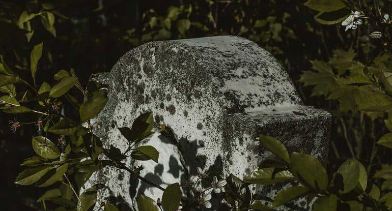 Можно ли размещать на надгробной плите изображение святой?