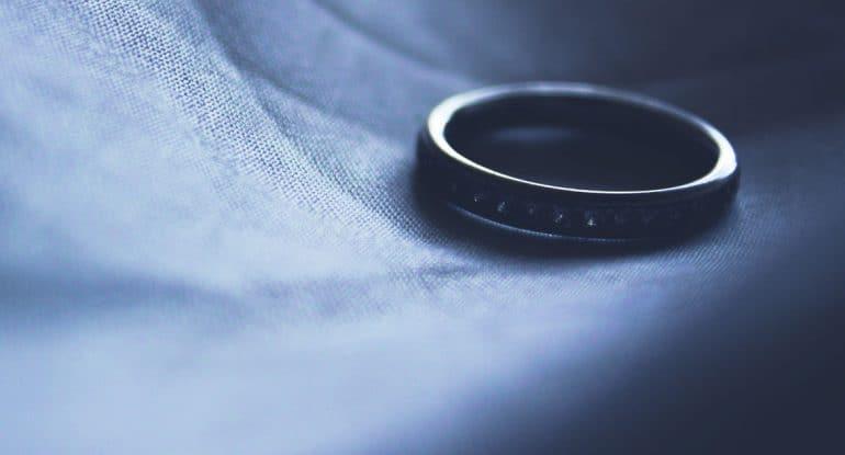 Среди разведенных немало тех, кто венчался в церкви. Получается, что венчание не делает брак крепче? Какой тогда в нем с...