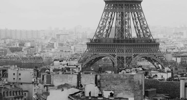 Верующие пожаловались, что епископ ходит по Парижу... босиком! И тогда владыка удивил их еще раз