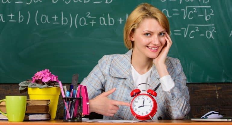 Как подготовиться ко Дню учителя? Нестандартные и вдохновляющие идеи: открытки, песни, стихи, подарки