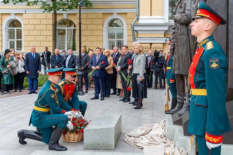 В Москве открыли памятник медикам – героям борьбы с коронавирусом
