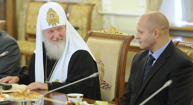 Боец Федор Емельяненко удостоен Патриаршей грамоты