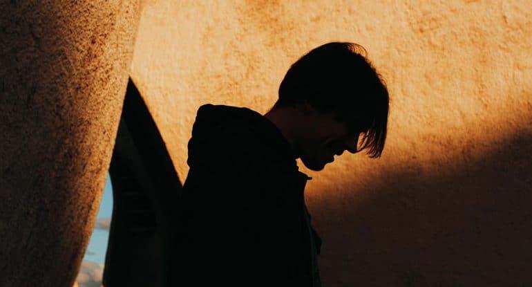 Сыну 17, погрузился в веру, что делать?
