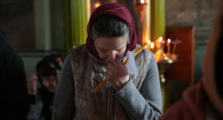 «Она ночевала прямо в храме на голой скамье»  — пронзительная история священника об одной из «церковных бабушек»