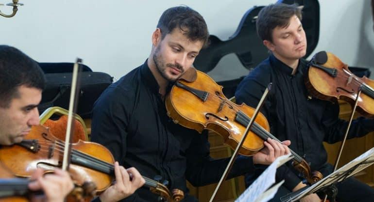 Когда музыка лечит: «Виртуозы Москвы» дали концерт в больнице святителя Алексия