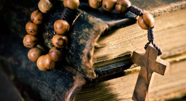 «Многие обычаи Церкви, на мой взгляд, не находят обоснования в Библии. Не нужно ли их пересмотреть?» Вот что на это пред...