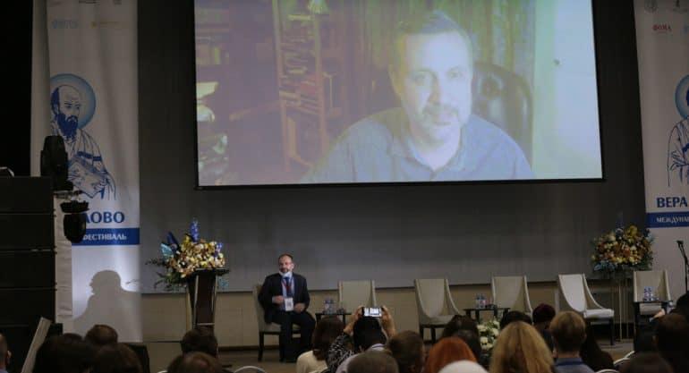 На «Вере и слове» Владимир Легойда рассказал о том, что в пандемию Церковь взяла из мира технологий