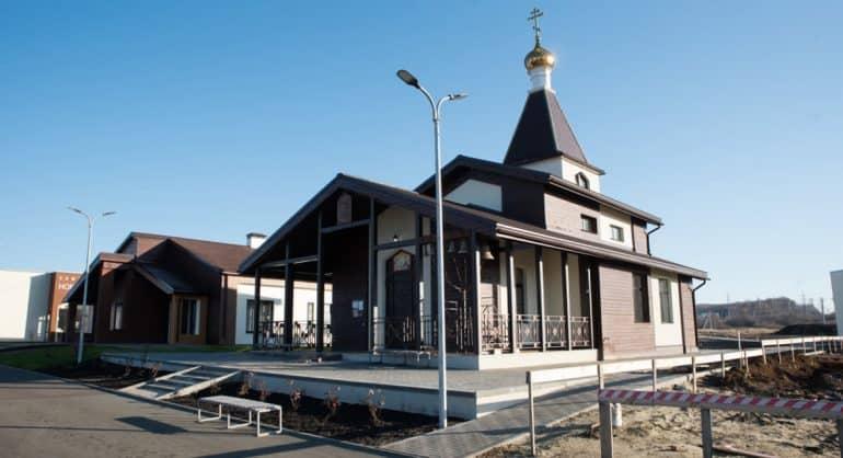 У подопечных арт-поместья «Новые берега» появился свой храм