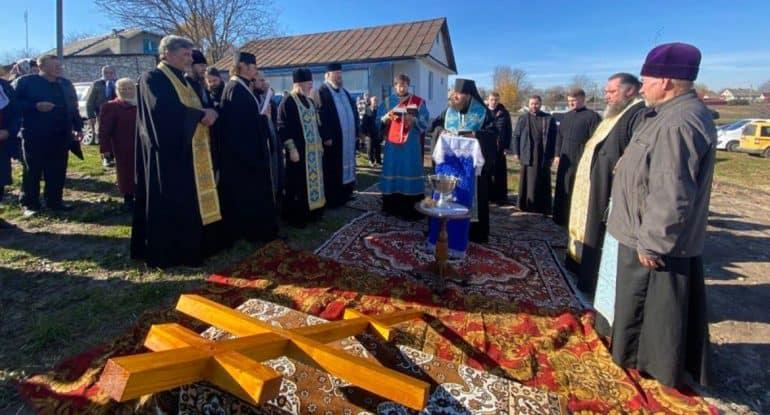 Гонимая пять лет община украинского села Птича начала строить свой храм
