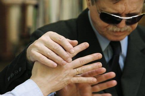 Как жить, любить и молиться, если ты слепоглухой