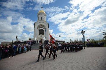 На Поклонной горе прошел Георгиевский молодежный парад