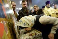 Прихожане столичных храмов помогают в организации доступа верующих к Дарам волхвов