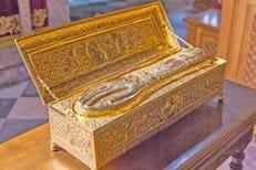 Более 100 тысяч верующих поклонились деснице святого Георгия Победоносца в Украине