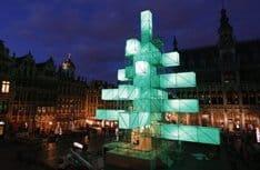 Из-за протеста верующих в Брюсселе демонтируют рождественскую елку в стиле Hi-Tech