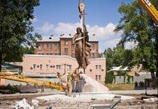 В Харькове установили памятник апостолу Андрею Первозванному