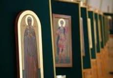 Таможенники передали питерскому храму украденные иконы