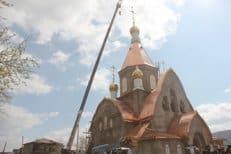 В Красноярске установили купольный крест на храм, строительство которого задержалось на сто лет