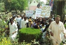 Христиане Пакистана прошли мирными маршами с осуждением погромов в Лахоре