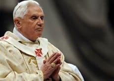 Представительницы движения FEMEN сорвали воскресную проповедь Бенедикта XVI