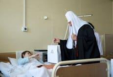 В праздник Пасхи патриарх Кирилл посетил пациентов Центра детской психоневрологии