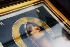 На открытии первой православной выставки в Ташкенте замироточила икона Богородицы