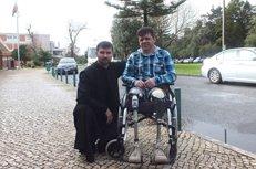 Православная община в Португалии помогла инвалиду собрать средства на сложную операцию