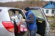 Священник вместе с добровольцами помог жителям пострадавших от взрывов районов