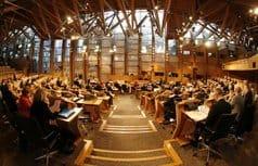 Однополые браки узаконили в Шотландии