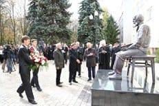 В Белгородском университете установили памятник Александру Солженицыну