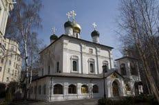 Ущерб от пожара в Сретенском монастыре еще предстоит оценить, заявил наместник архимандрит Тихон (Шевкунов)