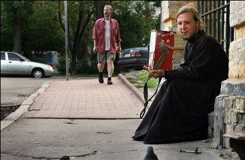 Люди в рясах, просящие «на храм» на улице, — мошенники?
