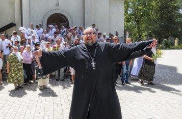 Почему священников называют попами?