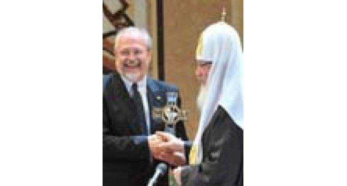 Предстоятель Русской Церкви вручил Владимиру Хотиненко первую Патриаршую премию в области киноискусства